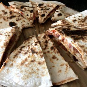 Schnelle Quesadillas mit Chorizo und Mozzarella